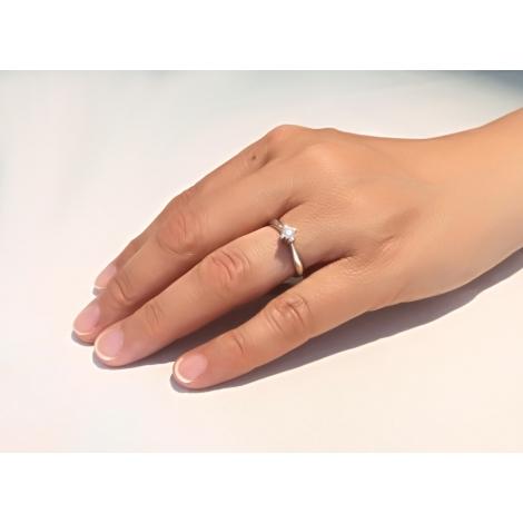 Solitario in oro bianco e diamante